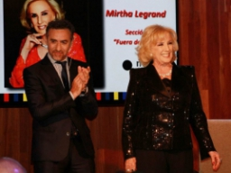 Emotivo homenaje a Mirtha en Margen del Mundo